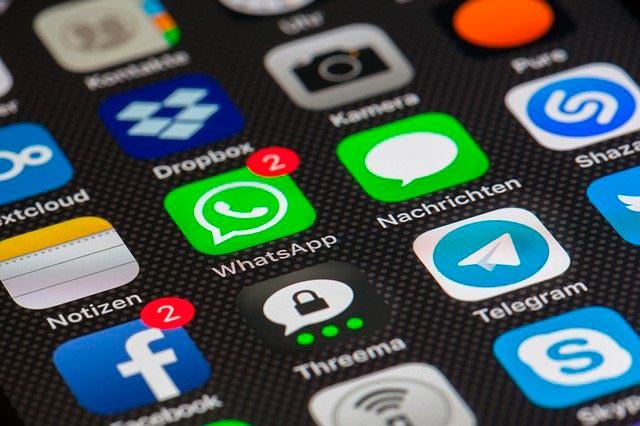 Actualización política de privacidad de WhatsApp banner informativo